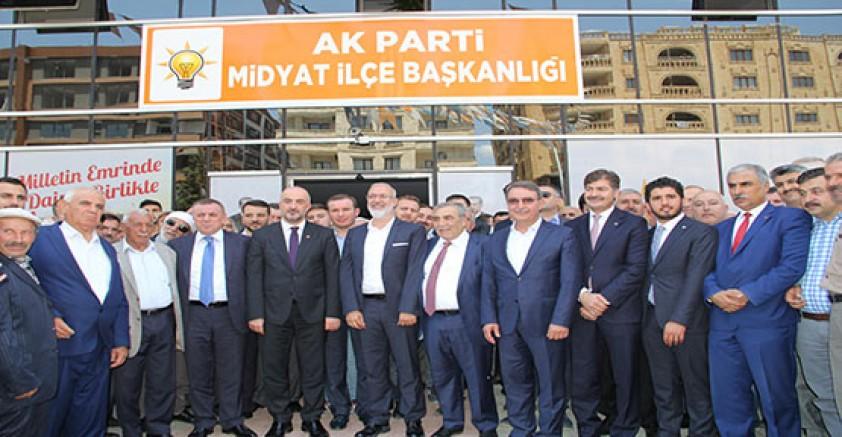 Ak parti milletvekili adayları midyat ve savura ziyaretlerde bulundular.