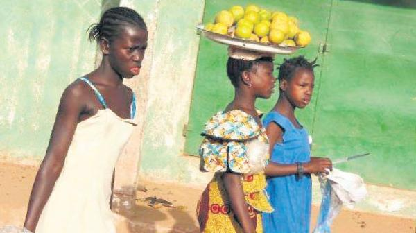 Gambiya'da kadın sünneti yasaklanıyor