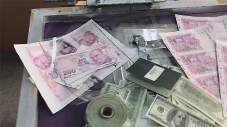 Jandarmadan operasyon: Onbinlerce dolar, euro, Türk Lirası, egzoz pulu...
