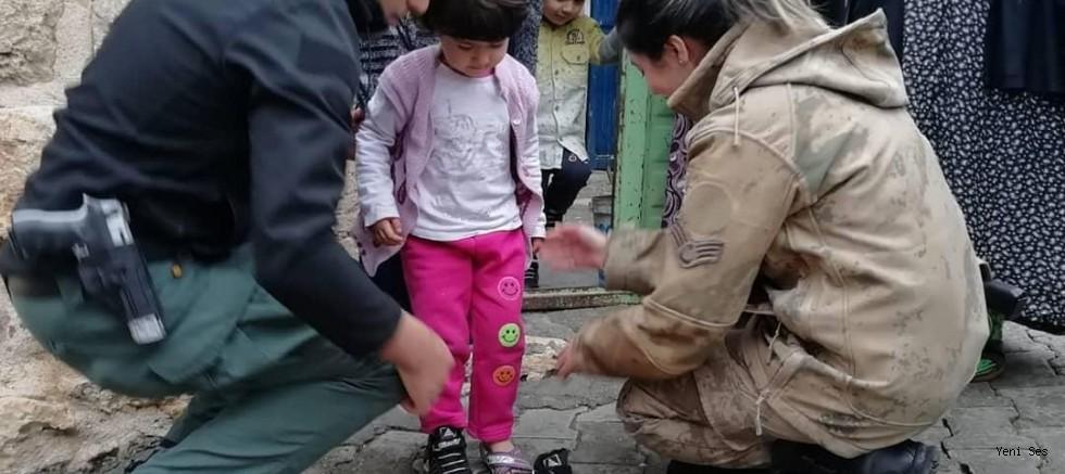 Midyat Jandarmadan vatandaşlara yardım