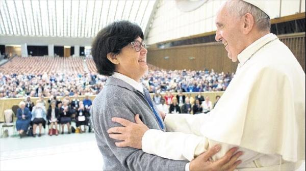Papa kadınları yetkilendiriyor