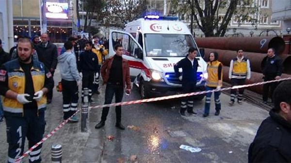 Üniversite önünde palalı-silahlı kavga: 2 yaralı